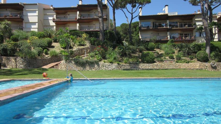 Amplio apart., ideal famílias, tenis,piscina,playa