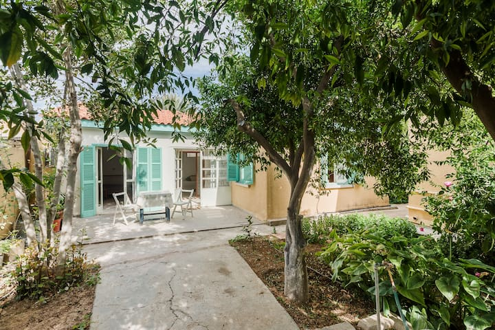 Central Nicosian House in Beautiful Garden