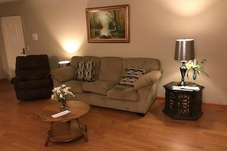 Cozy 2 Bedroom Apt near Crocker Park & 480 - Olmsted Falls - Pis
