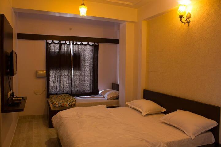 Simple Comfortable Stay in Budget near Railway St