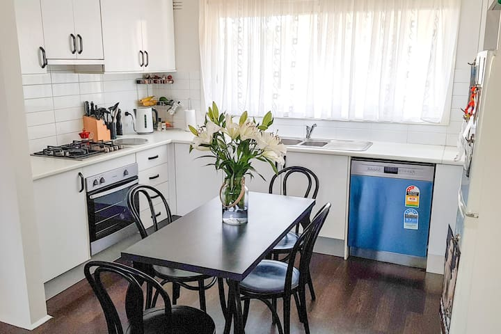 Comfortable 1 bedroom apartment in Footscray