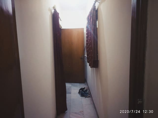 1 BHK room available in South Delhi