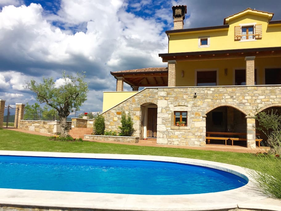 Luxury Villa Bacula