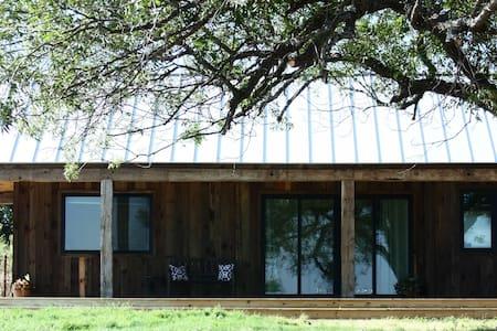 The Hill - Modern Farm House 12 min to Magnolia