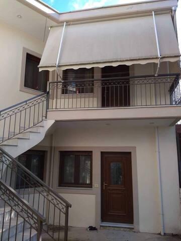 Το άνετο και ζεστό διαμέρισα/Our cozy apartment