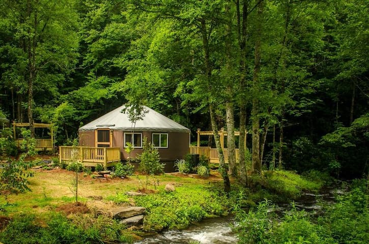 Creekside 2 Bedrm Luxury Yurt w/hot tub & fire pit