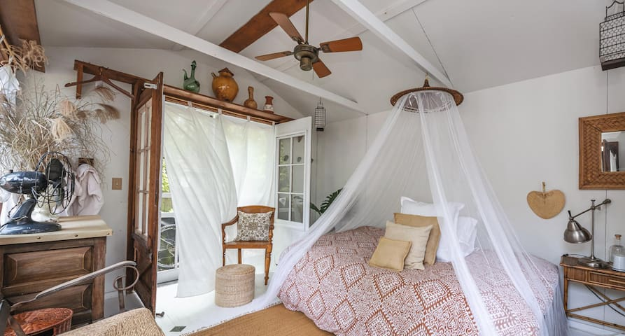 """Bedroom 2-Separate unit with full size bed. We call it """"The Sugah Shack"""" . No plumbing.  Has wifi & a portable AC unit.  For fall season, there is a radiator space heater."""
