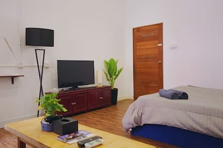 R4 | Cozy Private A/C Room + Balcony (Free Coffee)