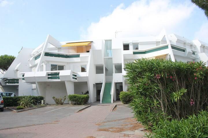 Quartier GOLF Appt avec Grande Terrasse 20M2