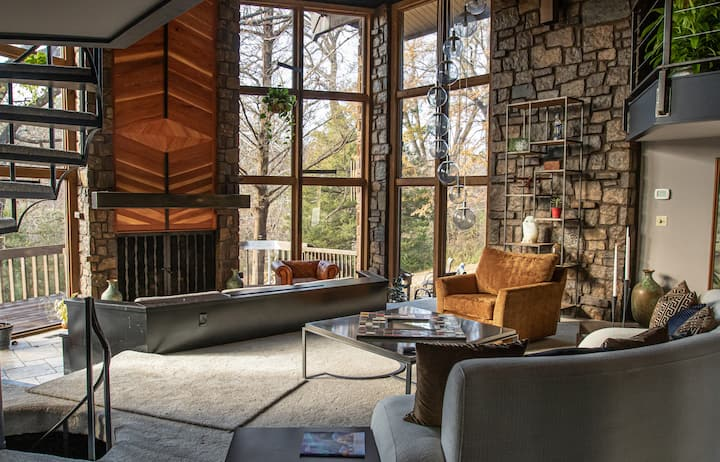 Woodsong - 5,600sf of Architectural Masterpiece