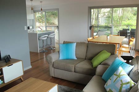 Sunny, family home near beach - Beacon Hill