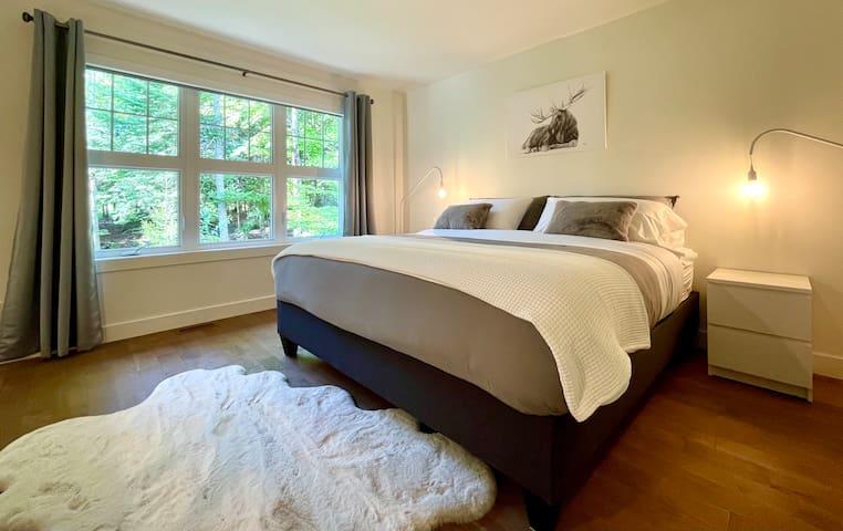 Chambre très grand lit 2 / King Bedroom 2