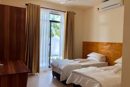 Fanbondi Lodge Fonadhoo Room 103