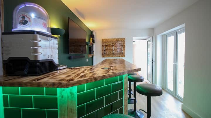 No. 576 Family Holiday Home in Mumbles with Bar