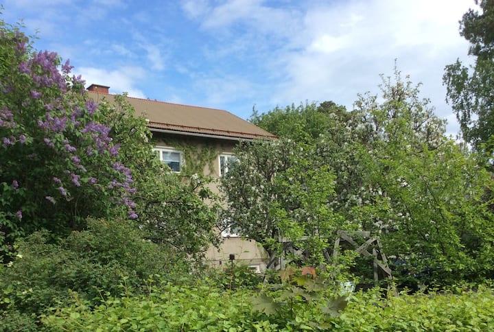 Kaupunkitalo / A flat in a cityhouse with a garden