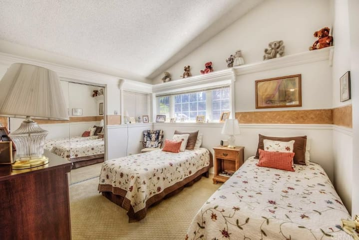 Beautiful Private Twin Room in Yorba Linda 豪华单间