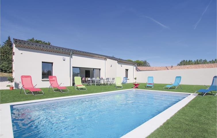 Holiday cottage with 4 bedrooms on 122m² in Portes en Valdaine
