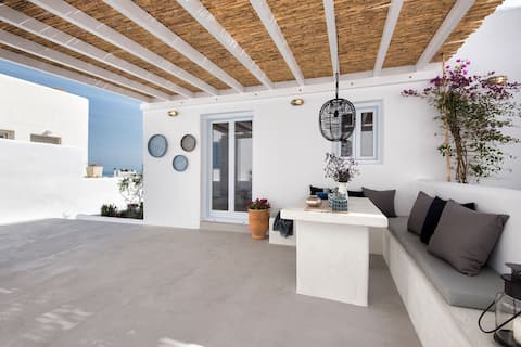 Naoussa, Steps from the beach - Lily apt.