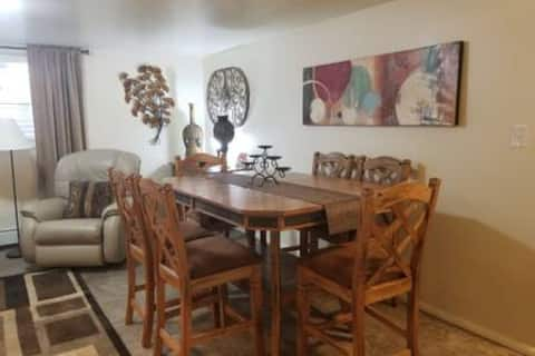 Lockhart Lodging * Park Suite #B - 2 Bed, 1 Bath
