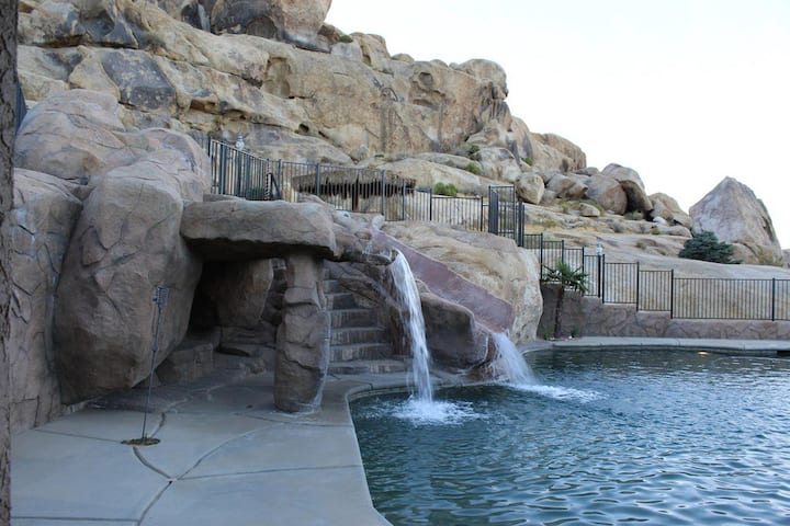 Oasis Resort Rock Mountain Guest  in Apple Valley