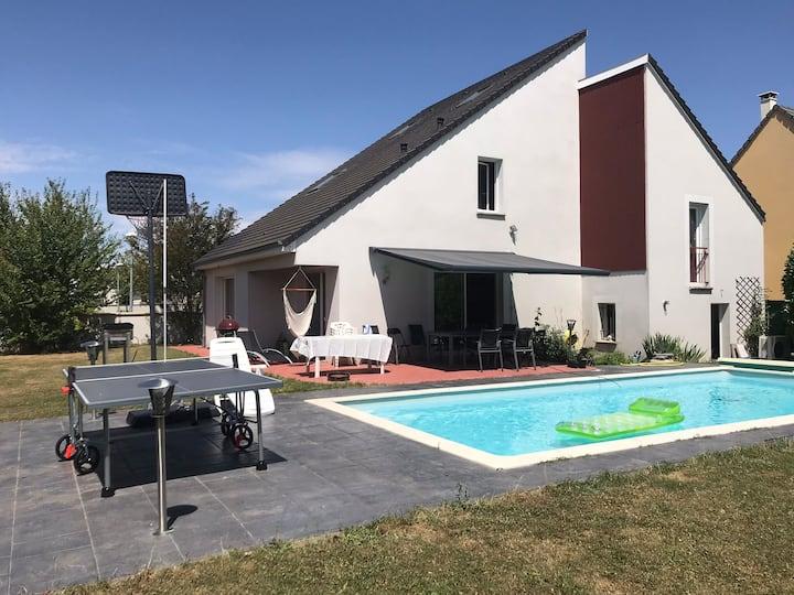 Maison avec piscine pour famille proche Chartres