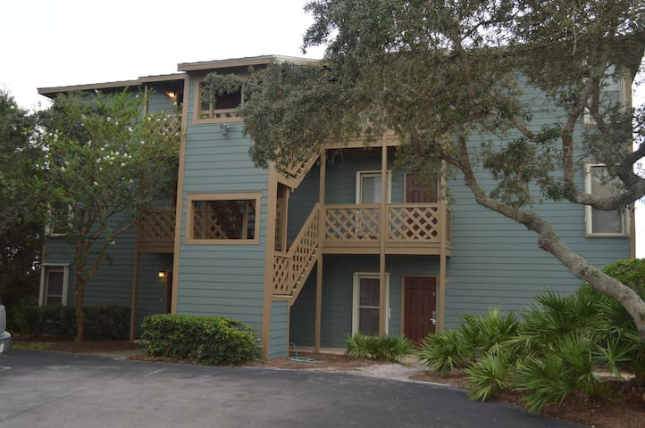 New Listing!! Cozy 1 bedroom condo in quiet setting on the second floor!!