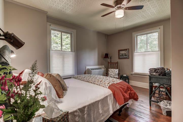 Sassafras Suite @ Three Pines Petersburg