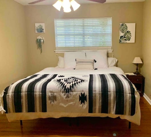 Convenient & Comfortable Room with King Bed