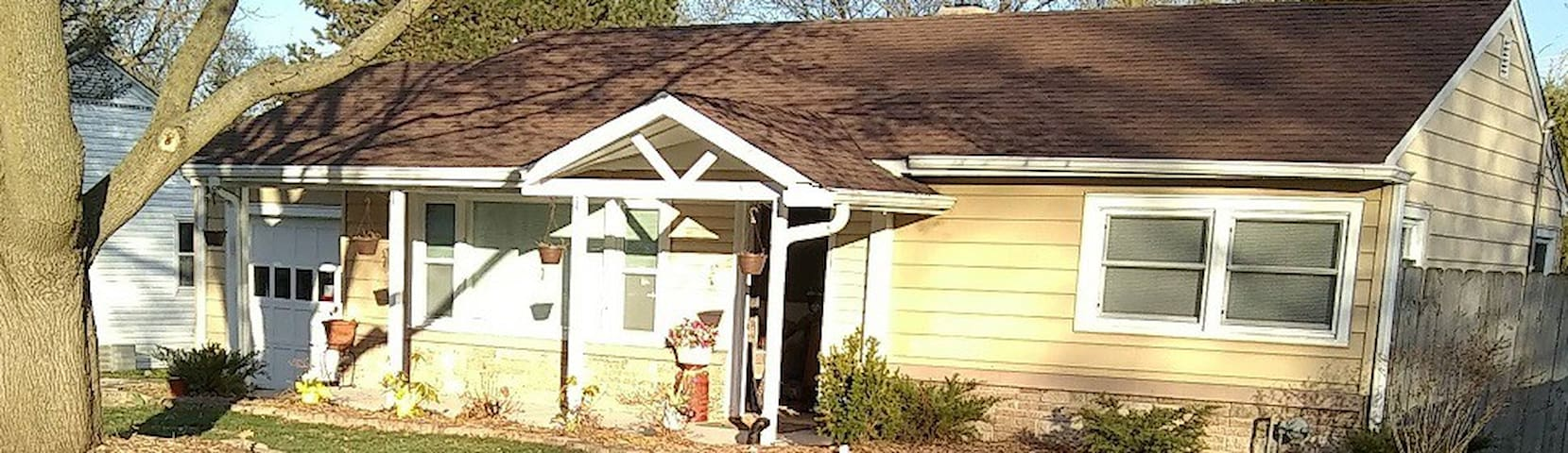 Quaint charming remodeled home by Downtown McHenry