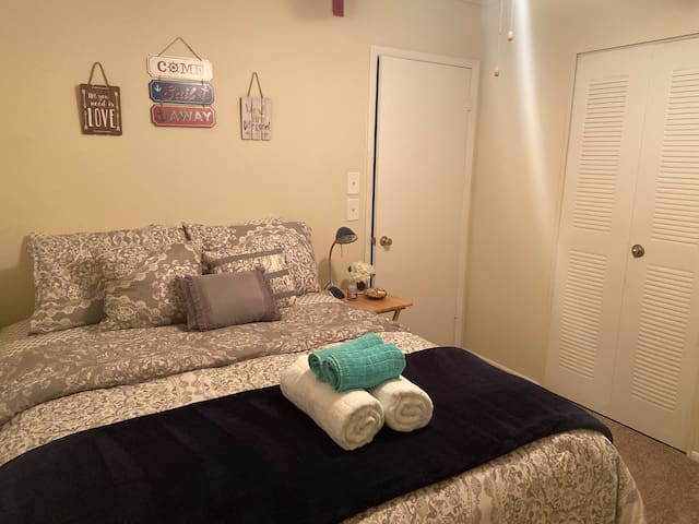Cozy bedroom amazing in Jax