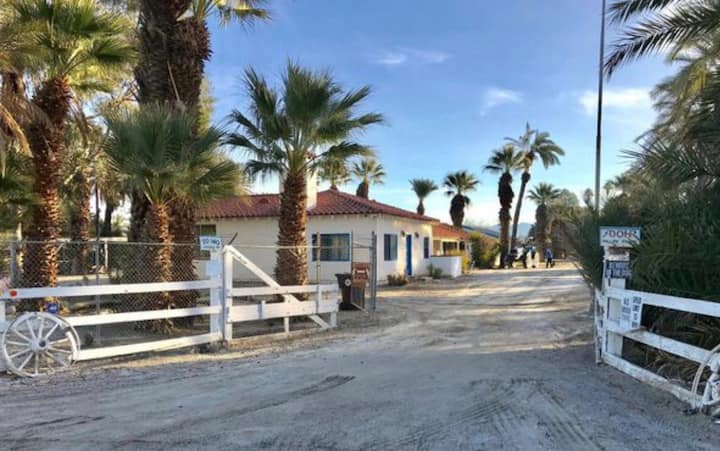 Beautiful ranch with 8 private rooms and restrooms