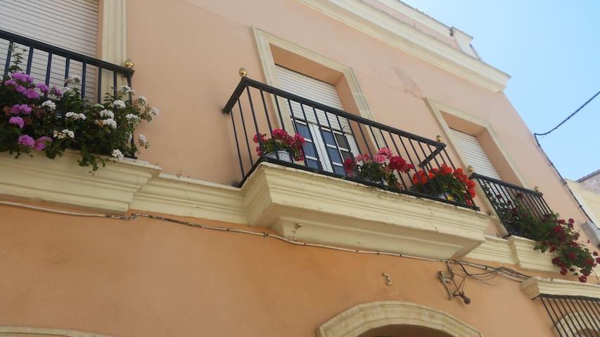 Piso grande con terraza en Jerez - เฮเรซ เด ลา ฟรอนเตรา - บ้าน