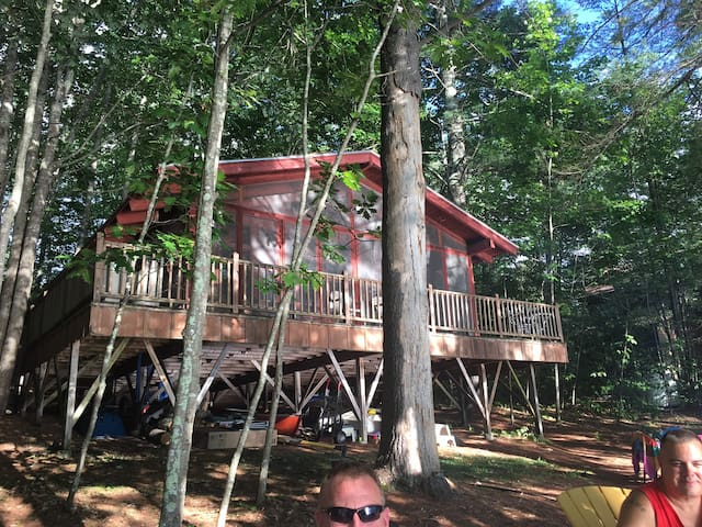 2-Bedroom Lakefront House, Casco Maine, Sleeps 6+