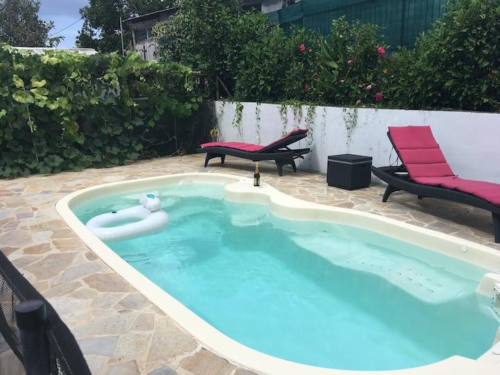 Maison lumineuse avec piscine