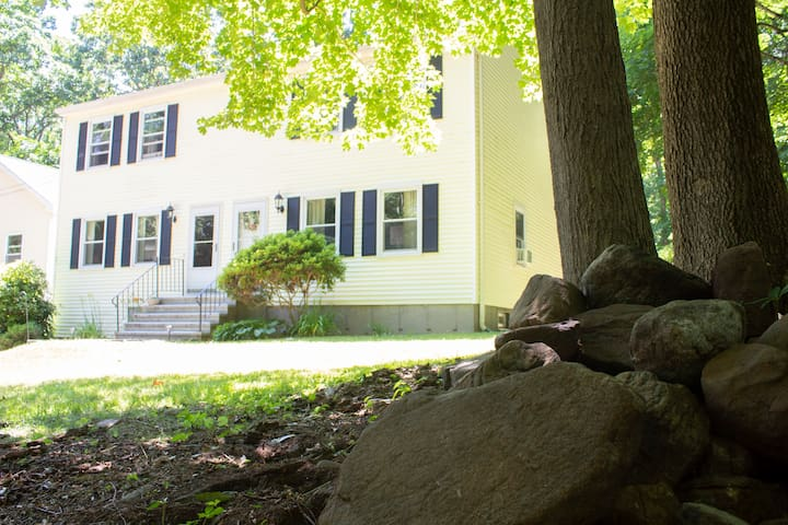 Southbury Hideaway - 5 minutes off Exit 15