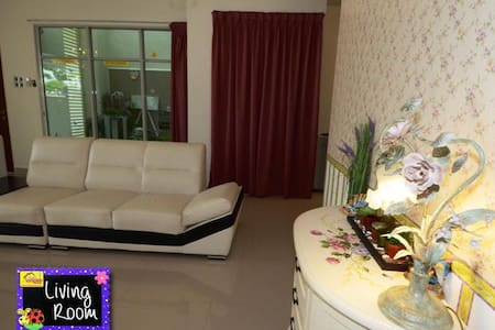4 Bedrooms+ Living Room + Dining Room landed House - House
