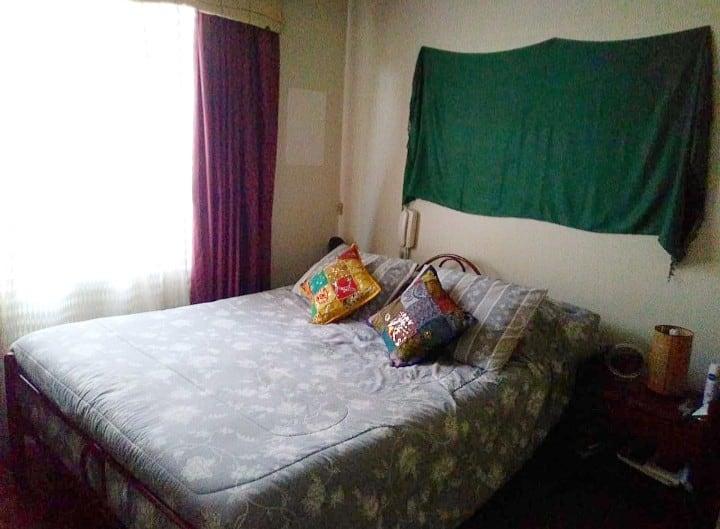 Habitacion con cama doble y closet grande