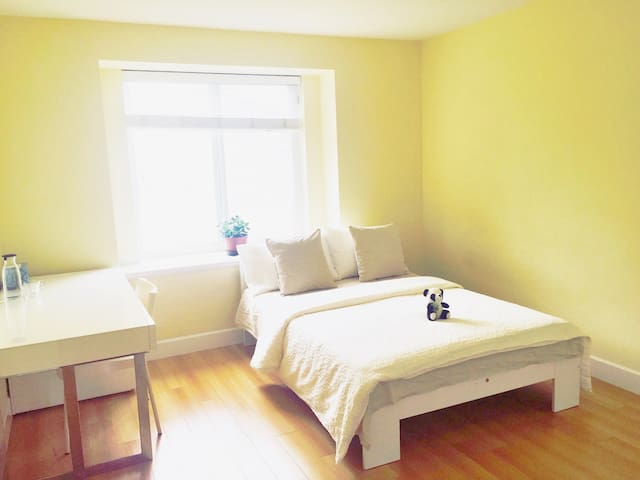 Mountain View Room! - Burnaby - Bed & Breakfast