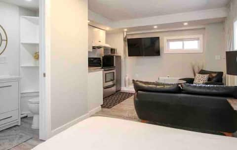 Cute double super close to downtown and bell park