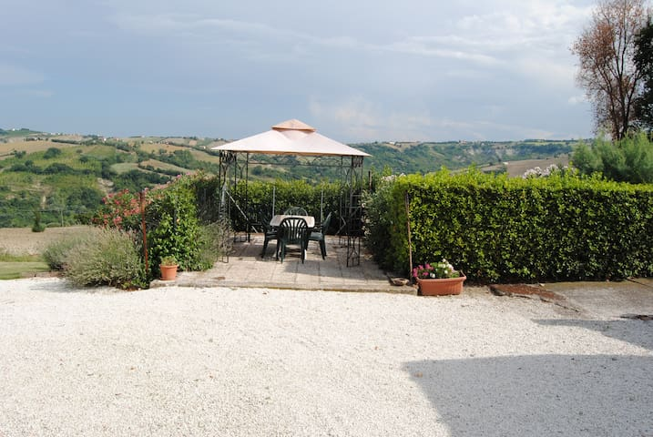 Casale di Franca - Sant'Angelo in Pontano - House