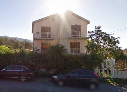 Villa bifamiliare con giardino in comune - San Lucido - Villa