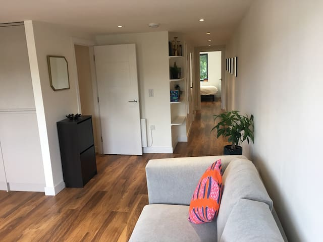 Bright, modern apartment in London - Enfield