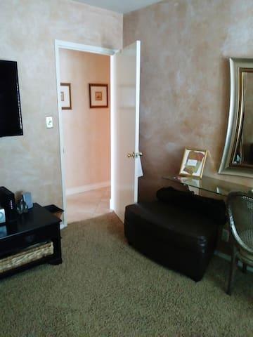 Cozy Room Near LAX/Forum