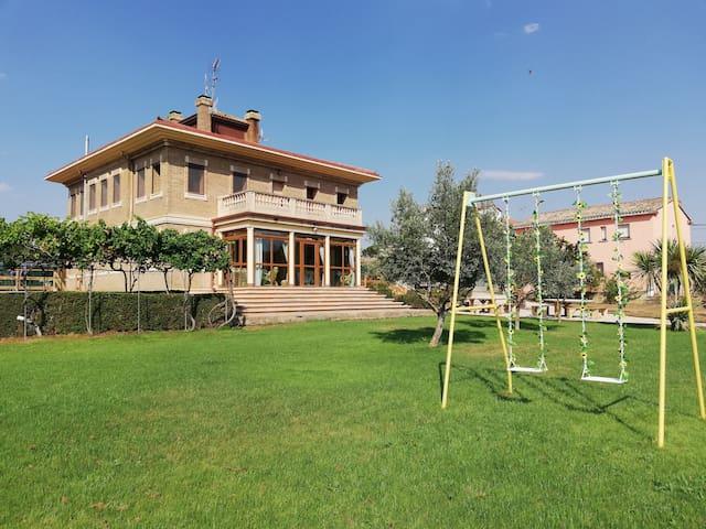 Casa Belurdin Etxea con jardin, jacuzzi, pumptrack