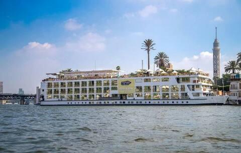 Romantisk vistelse  + middag i The  Nile Cruise****