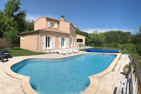 Villa de charme avec vue exceptionnelle.