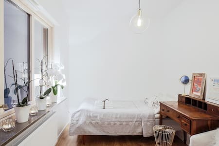 Super nice room - near Bromma Airport! - Stockholm - Bed & Breakfast