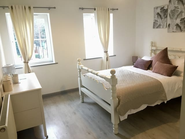 Quiet and comfy stay in North West Cheltenham