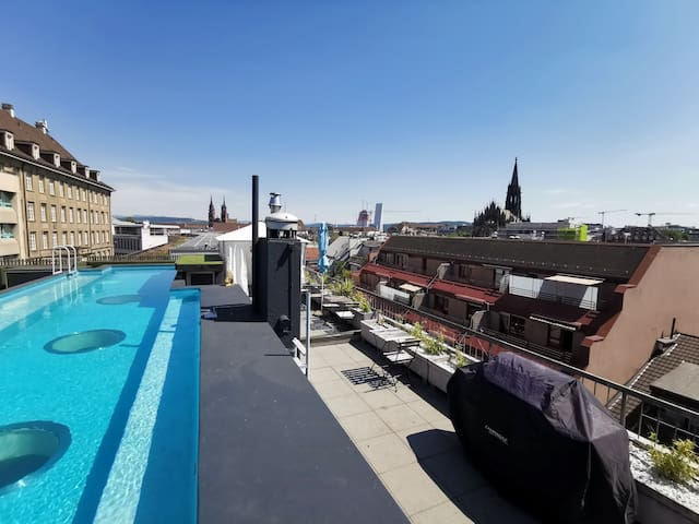 Vitra Design Loft ★ Rooftop Pool ★ Central ★ 200m2