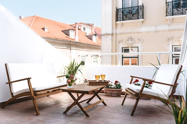 DAZZLING LOFT WITH TERRACE IN TRENDY CHIADO